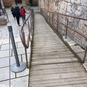 Accessible Alhambra descents