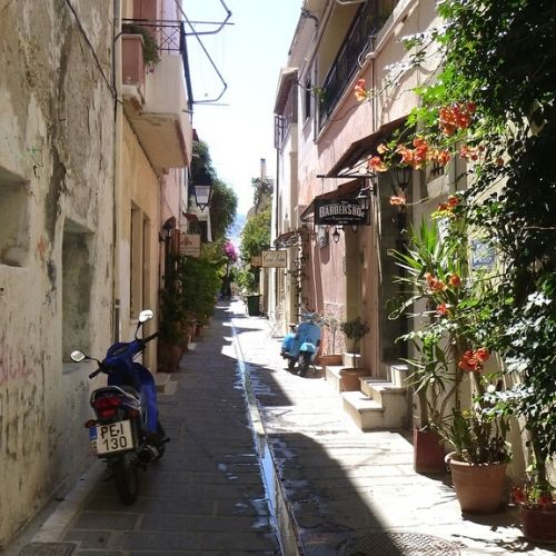 Accessible Knossos and Iraklion - street