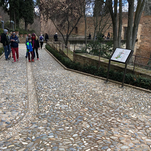Path between Generalife and Alcazaba