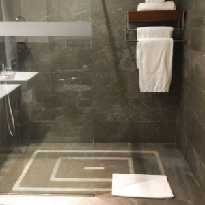 accessible shower in hotel Cordoba