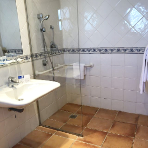 accessible shower in cadiz
