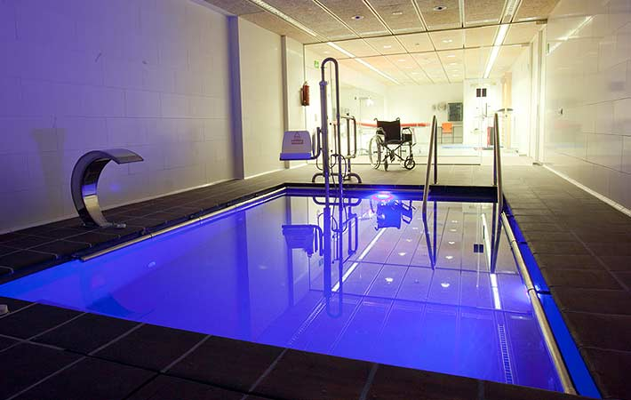 Adapted Pool - Accessible accommodation Barcelona