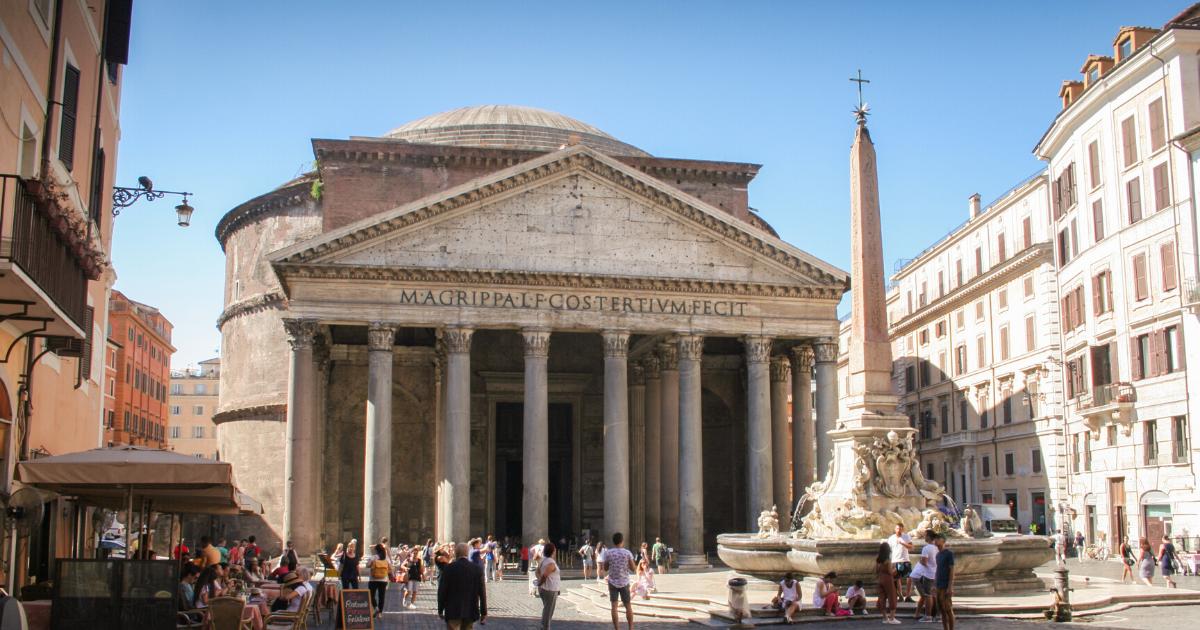 Piazza della Rotonda with Pantheon Hero