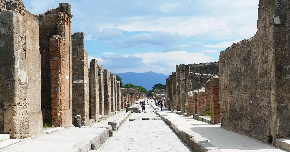 Private tour Pompeii hero