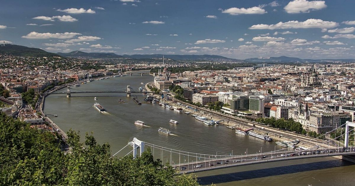 Wheelchair Accessible Budapest tour hero