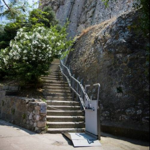 accessible Acropolis lift