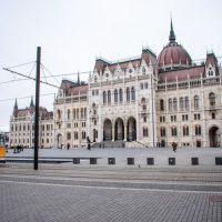 parliament budapest square